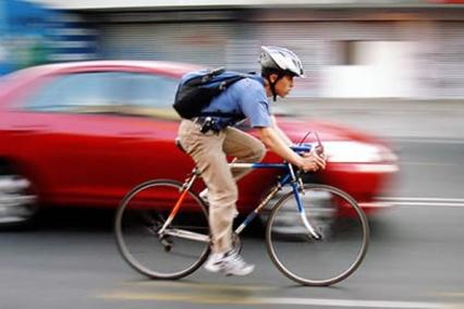 ciclista-ciudad-casco