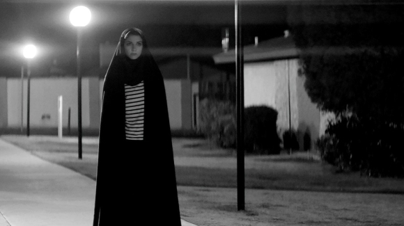 la-directora-de-a-girl-walks-home-alone-at-night-ana-lily-amirpour-habla-sobre-elvis-kale-y-la-soledad-body-image-1437510889-size_1000